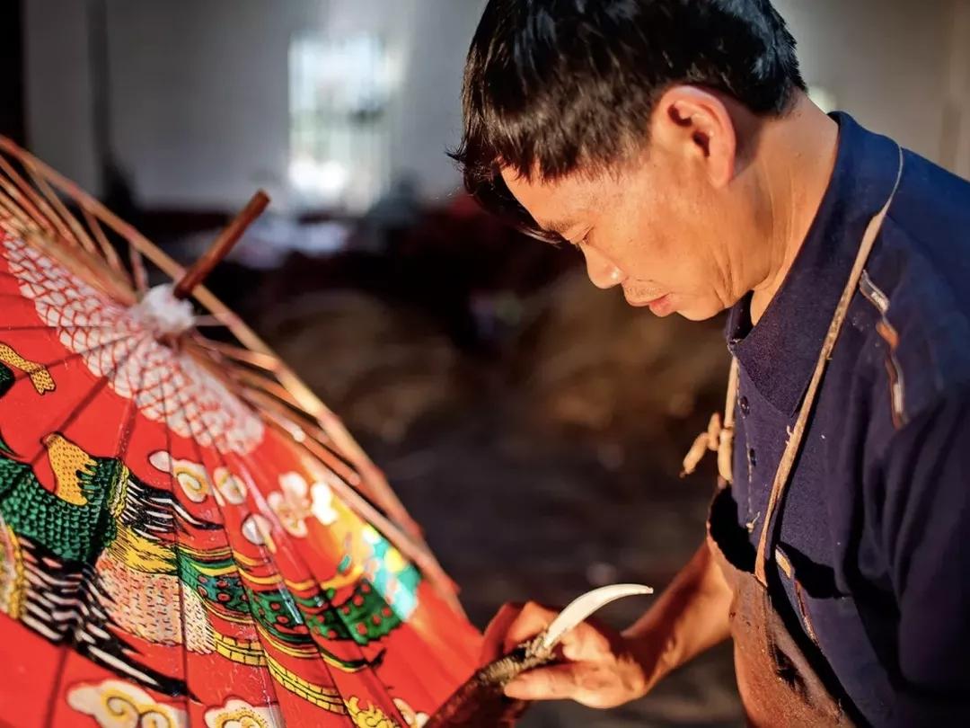 """年轻小伙淘宝创业创办""""毕六福油纸伞""""继承400年老手艺"""